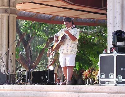 Don Freehand Kauli'a at the Honolulu Slack Key Festival 2001